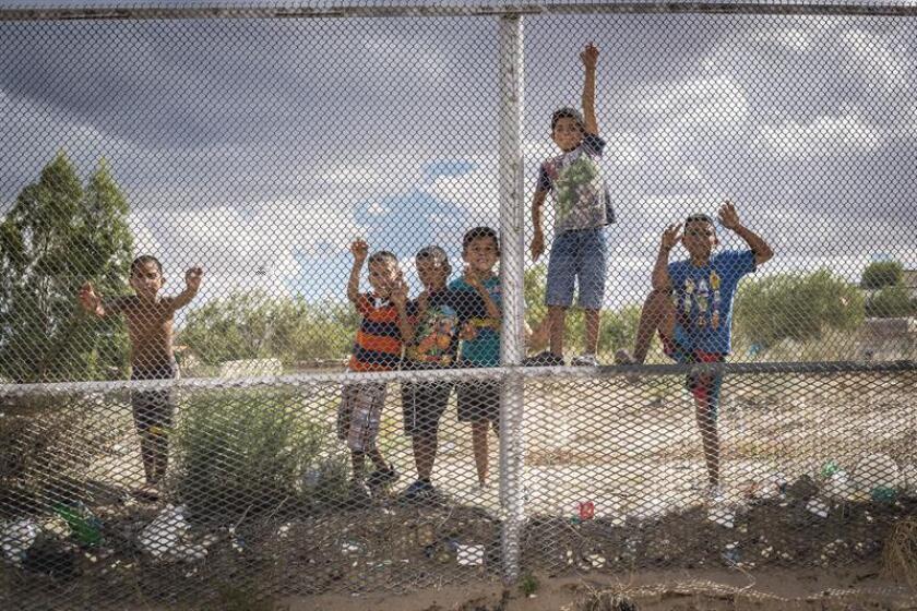 Un grupo de expertos de derechos humanos de Naciones Unidas (ONU) instó hoy a los gobiernos que deben dejar de internar a niños y familias migrantes en centros de detención, en el marco del Día Internacional del Migrante, que se celebrará el 18 de diciembre. EFE/Archivo