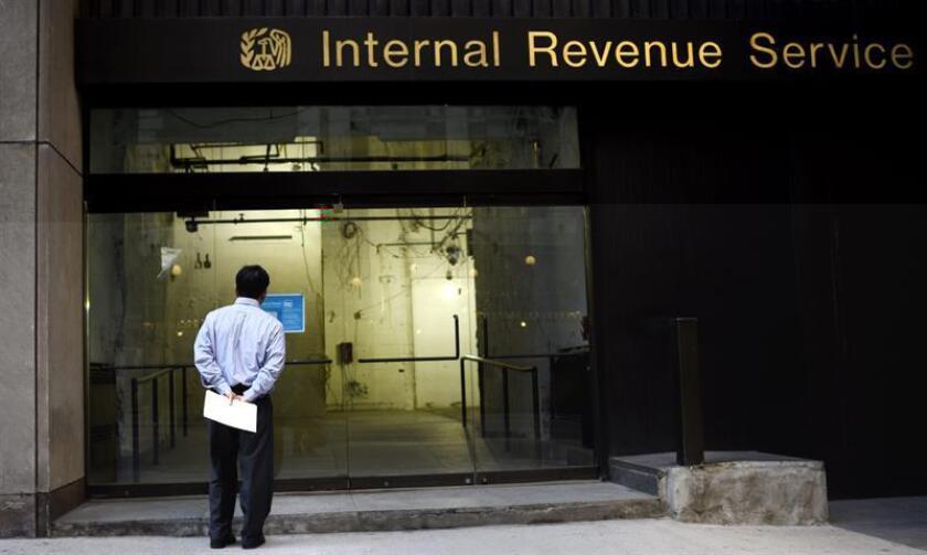 El Servicio de Impuestos Internos (IRS) advirtió hoy que un grupo de contribuyentes no deben esperar sus reembolsos hasta fines de febrero, como consecuencia de una nueva ley para combatir el fraude tributario. EFE/ARCHIVO