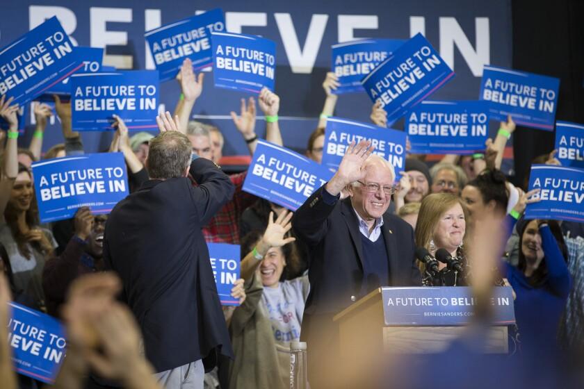 Cuando Sanders pide a sus seguidores donar unos cuantos dólares, ellos responden con entusiasmo. Como resultado, su campaña está fijando estándares cada vez más altos en cuanto a la recaudación de fondos en línea: 6 millones de dólares en las 24 horas después de su victoria de New Hampshire, 3 millones después de su estrecha derrota en Iowa, 2 millones el 30 de septiembre, el último día de recaudación de fondos para el trimestre de otoño. (AP Fohn Minchillo)