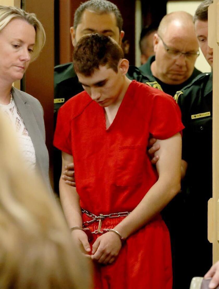 Una audiencia prevista para hoy en un juzgado del Condado Broward y relacionada a una posible herencia en beneficio del autor confeso de la matanza en la secundaria de Parkland, Nikolas Cruz, fue cancelada. EFE/ARCHIVO/POOL