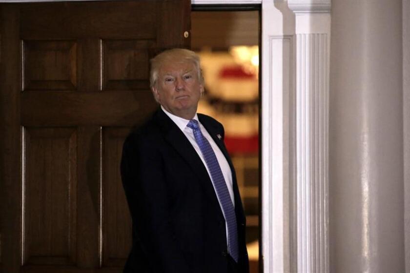 El presidente electo, Donald Trump, cuenta con una alta popularidad según un sondeo publicado hoy, que refleja que el 50% de los estadounidenses ve al magnate de manera positiva. EFE/ARCHIVO