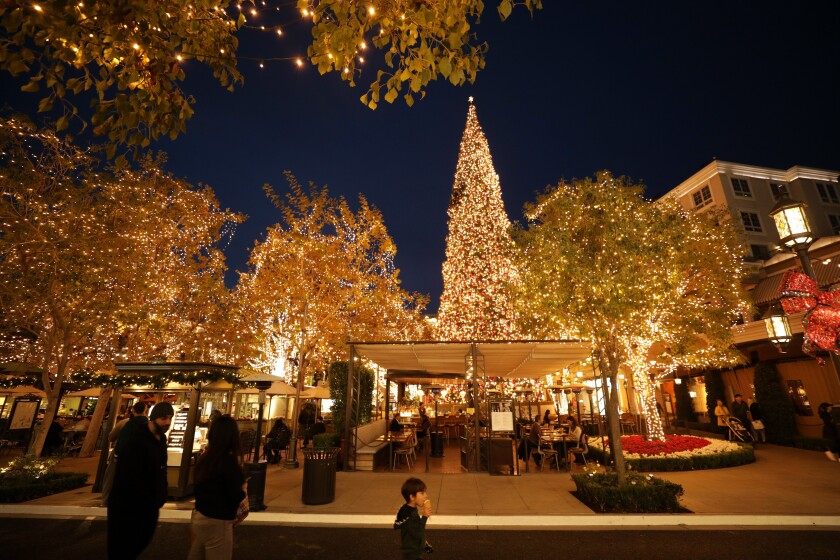474584-hm-tallest-holiday-trees-americana_04_MJC.jpg