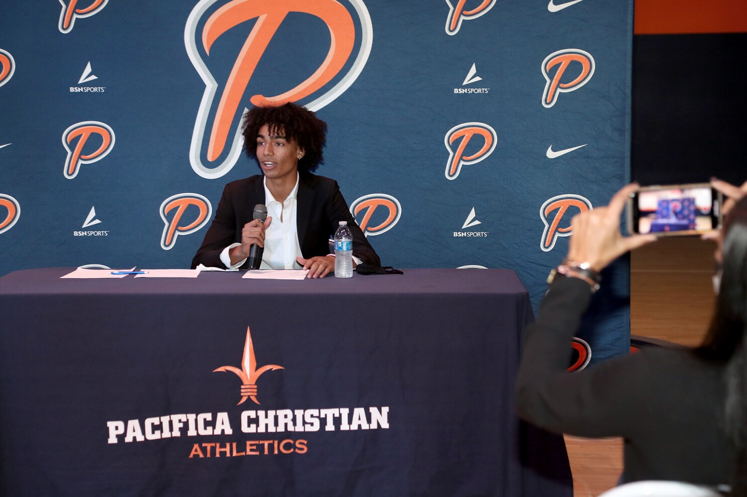 Pacifica Christian O C High Point Guard Houston Mallette Signs With Pepperdine Los Angeles Times