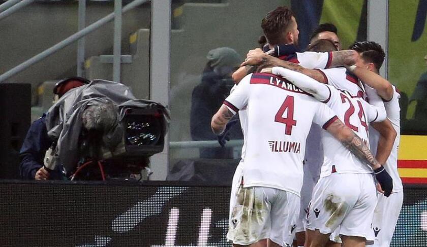 El jugador del Bolonia Federico Santander (c) celebra su gol ante el FC Inter en el Giuseppe Meazza stadium de Milan, Italia EFE/EPA