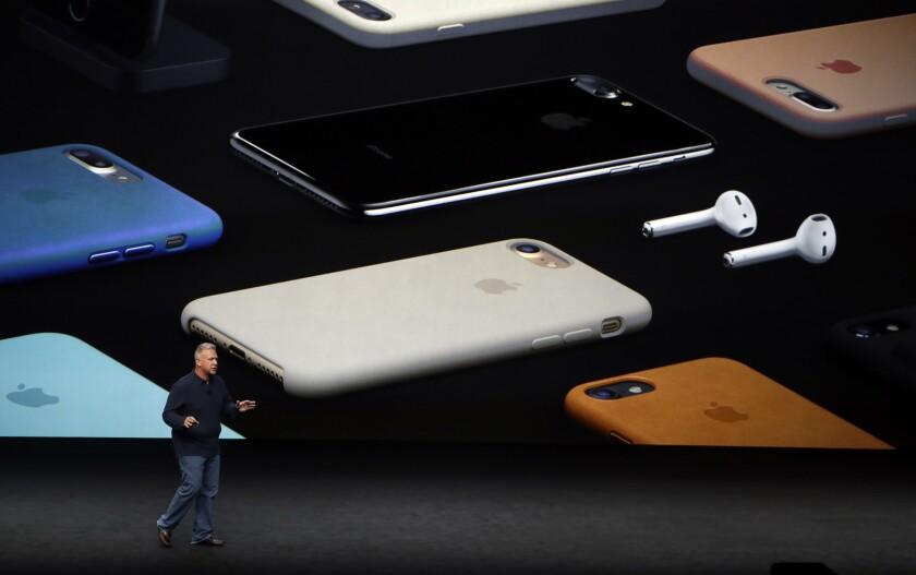 Phil Schiller, senior vicepresidente de marketing de Apple, presentó el esperado dispositivo.