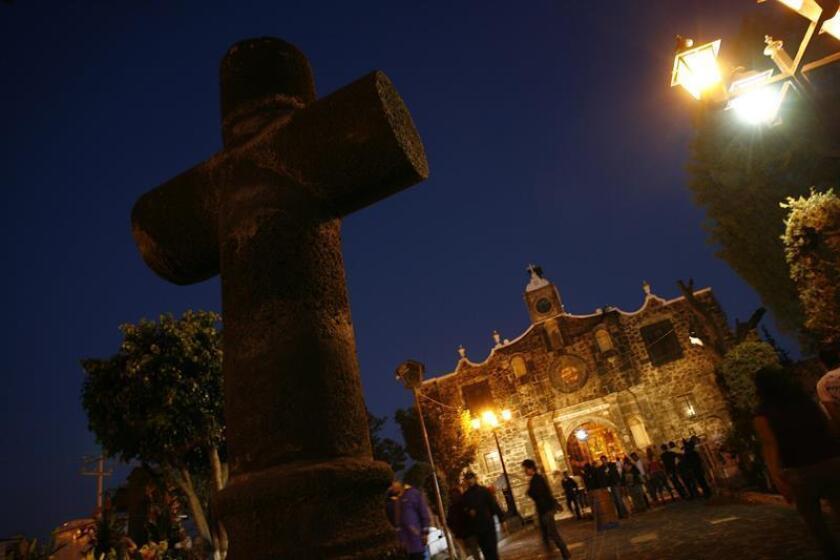 Pobladores de Mixquic mantienen viva tradición del Día de Muertos en México