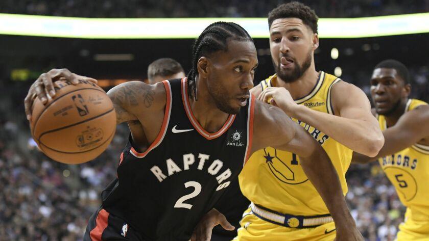 Toronto Raptors forward Kawhi Leonard (2) moves past Golden State Warriors guard Klay Thompson (11)