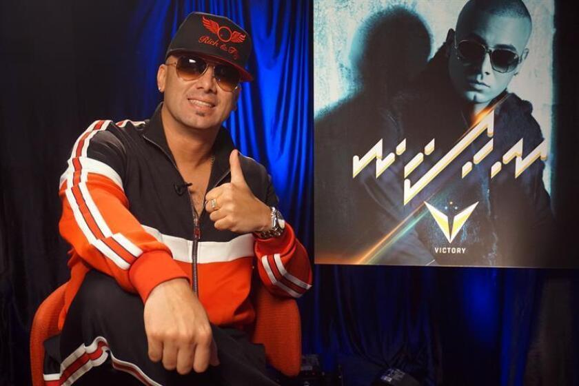 El cantante puertorriqueño Wisin posa durante una entrevista con Efe hoy, jueves 30 de noviembre de 2017, en la sede de Sony Music en Miami, Florida (EE.UU.). EFE
