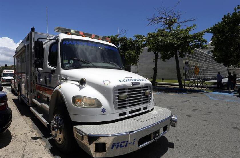 Fotografía de una ambulancia en San Juan, Puerto Rico. EFE/Archivo