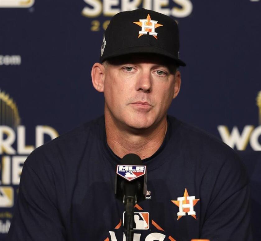 En la imagen el piloto de los Astros de Houston, A. J. Hinch. EFE/Archivo
