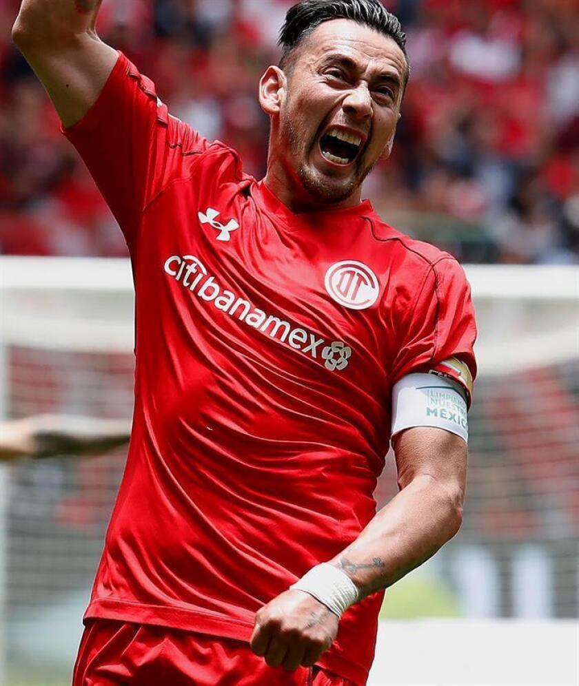 El Toluca derrotó por 2-0 al Morelia este domingo con goles de los argentinos Pedro Canelo y Rubens Sambueza en un partido con final extraño en la primera jornada del torneo Apertura 2018 del fútbol mexicano. EFE/Archivo