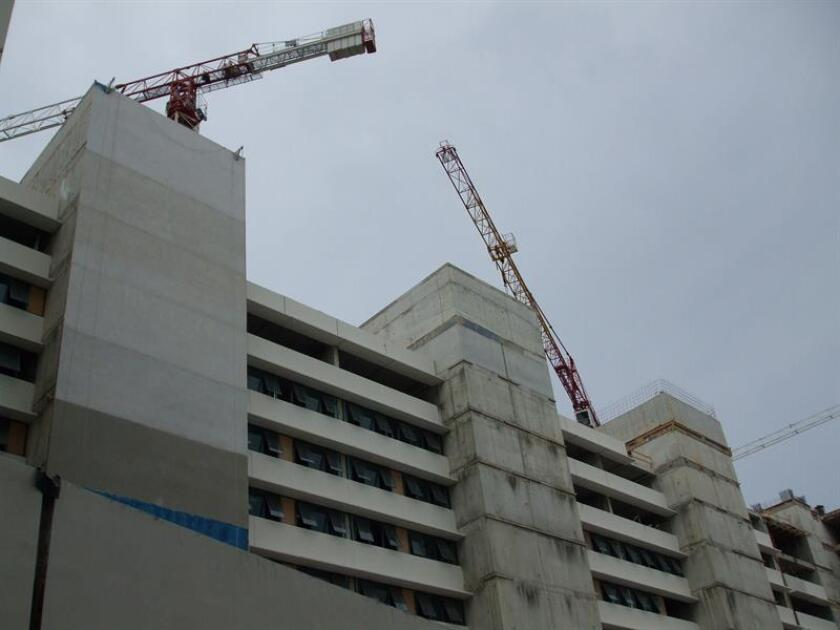 Vista de un edificio en construcción en San Juan, Puerto Rico. EFE/Archivo