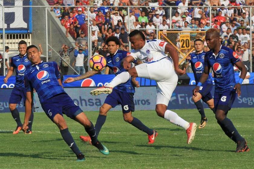 El Motagua y el Olimpia junto al Real España y Marathón, ambos de San Pedeo Sula y dirigidos por el colombiano Carlos Restrepo y el argentino Héctor Vargas, respectivamente, son considerados los cuatro mejores equipos del fútbol hondureño. EFE/Archivo