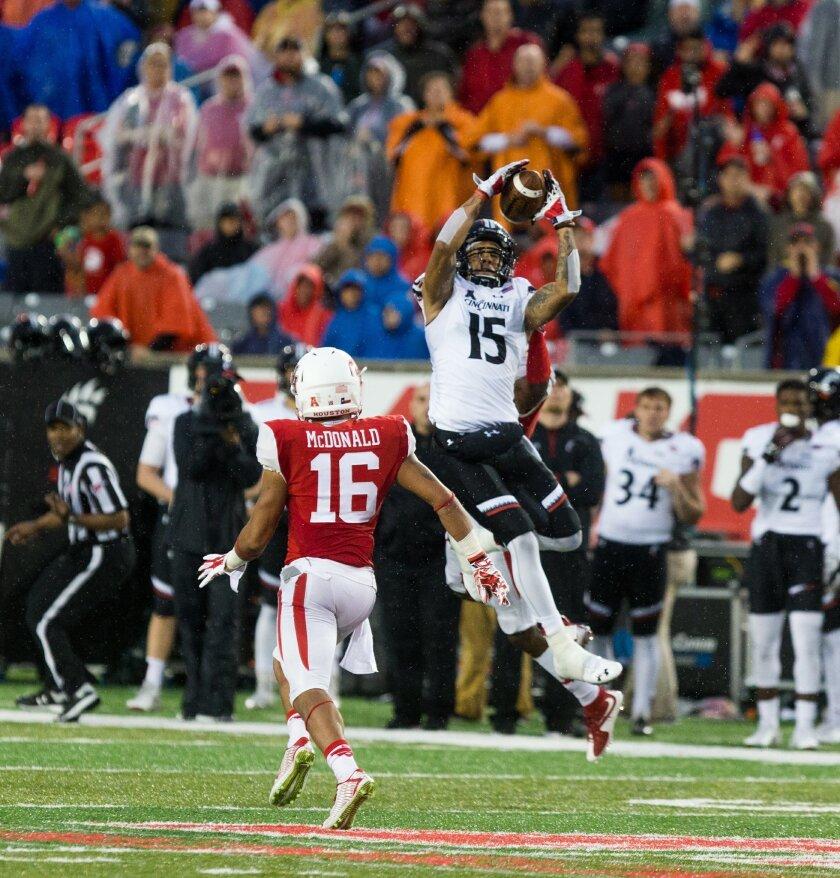 Cincinnati's Chris Moore (15) leaps in the air to make a catch during the second half of an NCAA college football game against Houston at TDECU Stadium, Saturday, Nov. 7, 2015, in Houston. Houston defeated Cincinnati 33-30. (AP Photo/Juan DeLeon)