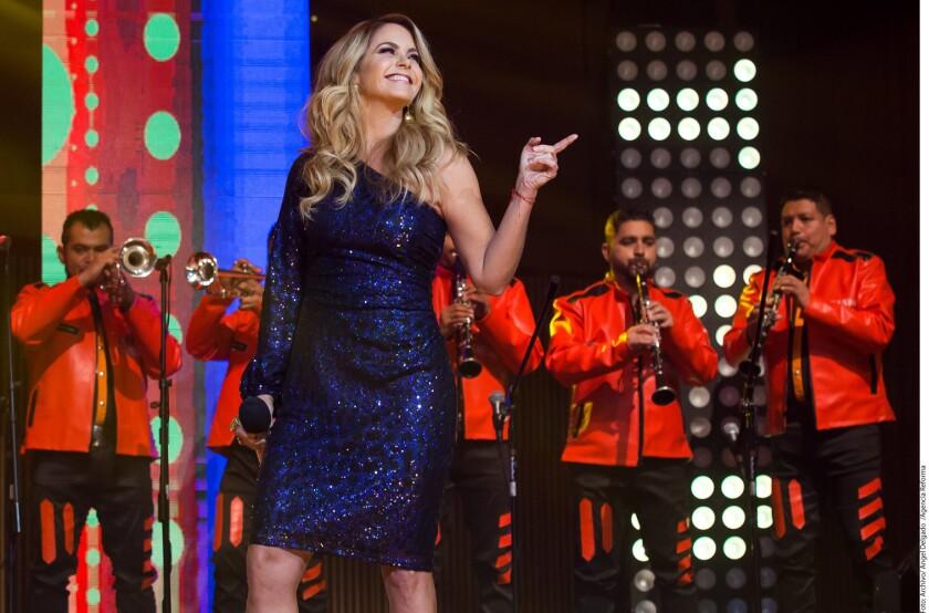 La actriz y cantante Lucero ya había grabado muchos temas de mariachi, pero esta incursión al ritmo de banda sinaloense es novedosa y podría provocar una polémica.