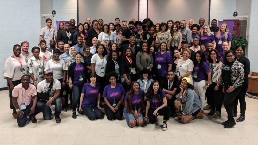 Fundadores de empresasemergentesde la cartera de Backstage Capital posan para una foto grupal en South by Southwest, en 2018. (Backstage Capital)