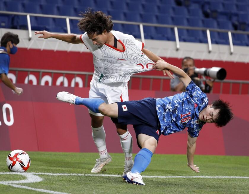 Mexico's Diego Lainez and Japan's Yuki Soma tangle during Japan's win at Saitama Stadium on Sunday.