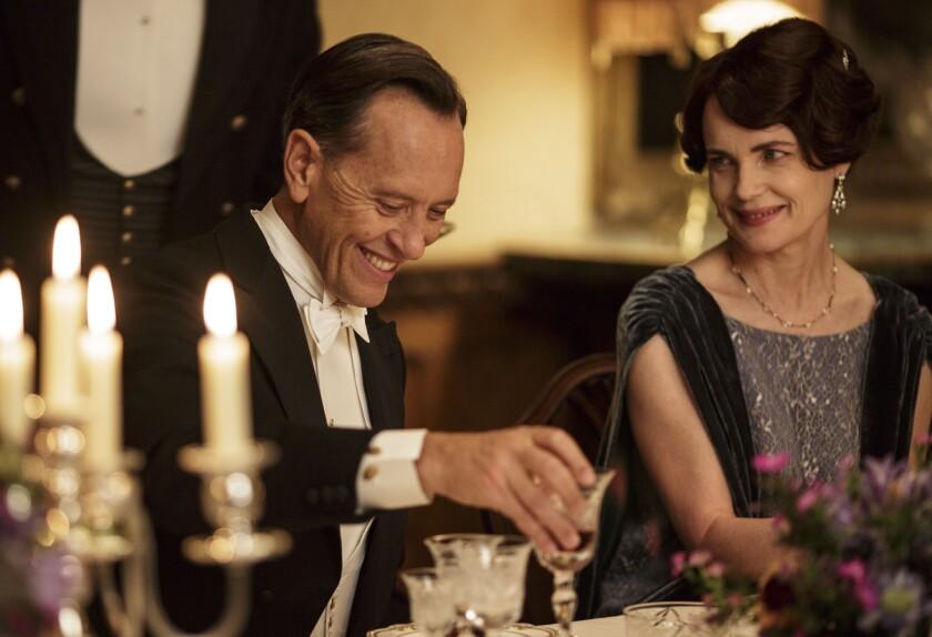 Richard E. Grant as Simon Bricker and Elizabeth McGovern as Cora, Countess of Grantham, drinking in Downton Abbey, Season 5.
