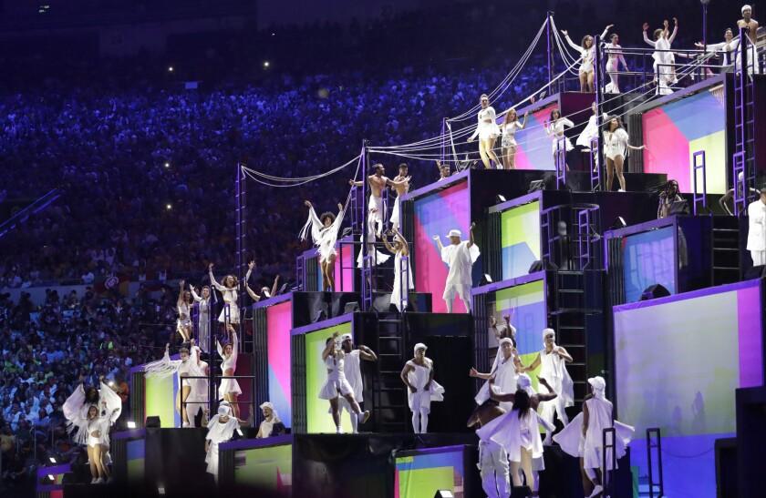 Bailarines en el estadio Maracaná durante la ceremonia inaugural de los Juegos Olímpicos 2016 en Río de Janeiro, Brasil, el viernes 5 de agosto de 2016. (Foto AP /David Goldman)