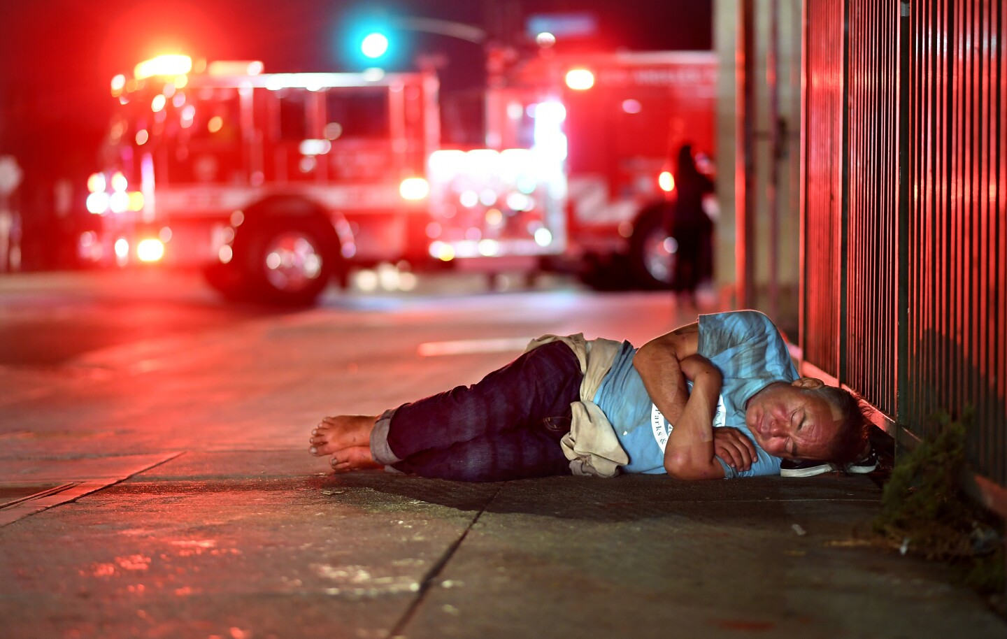 24 hours with skid row's firefighters - Los Angeles Times