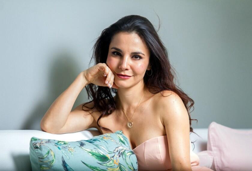 """""""Unamos fuerzas para que @jorgeaguerrero_ pueda estar en los oscares junto con todos los que hicieron magia como el en #romapelicula Mexico está lleno de talento!!"""", escribió la actriz Martha Higareda (foto)."""