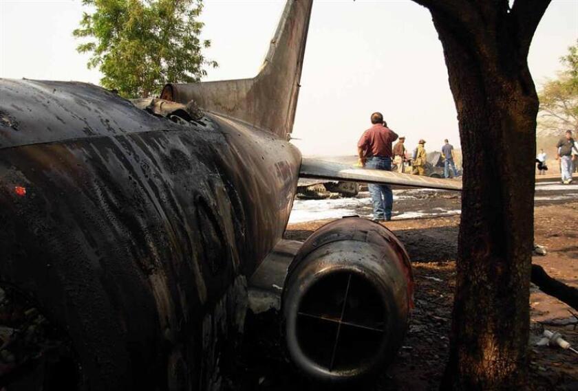 Dos militares perdieron hoy la vida en el mexicano estado de Sonora (noroeste) al estrellarse la aeronave en la que realizaban una tarea de reconocimiento, informaron hoy fuentes oficiales. EFE/SOLO USO EDITORIAL