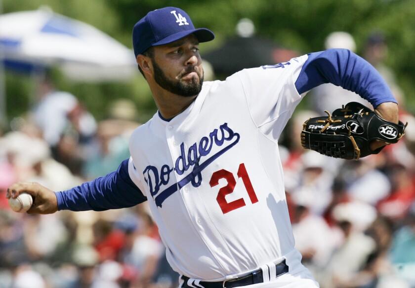 Esteban Loaiza lanzando para los Dodgers en 2008.