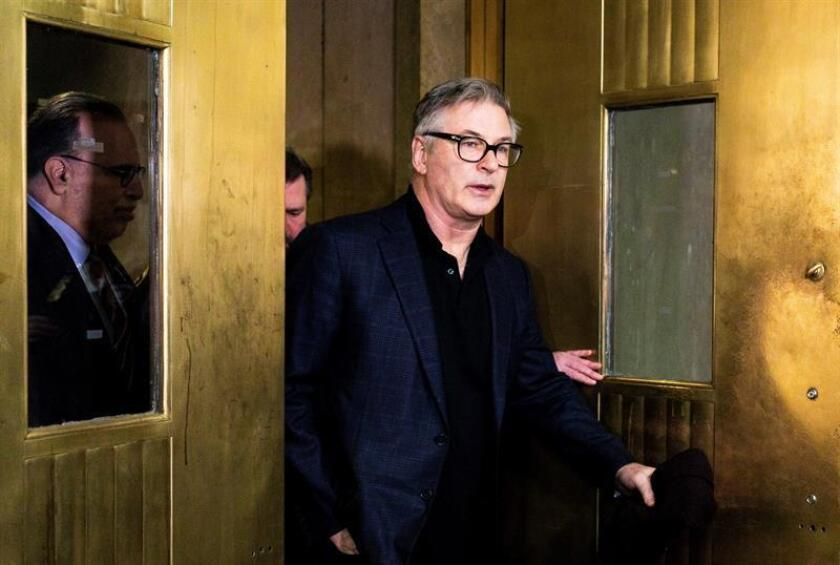 The American actor Alec Baldwin (c) on his arrival at the Manhattan court, on Jan. 23, 2019, in New York, United States. Baldwin was allegedly accused of beating a man during a parking dispute on November 2, 2018. EFE-EPA / Justin Lane