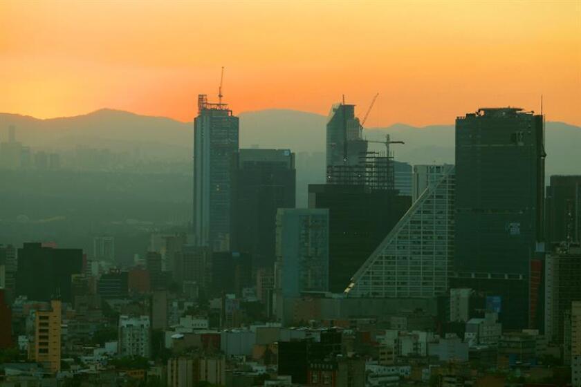 Fotografía que muestra un atardecer Ciudad de México (México). EFE/Archivo