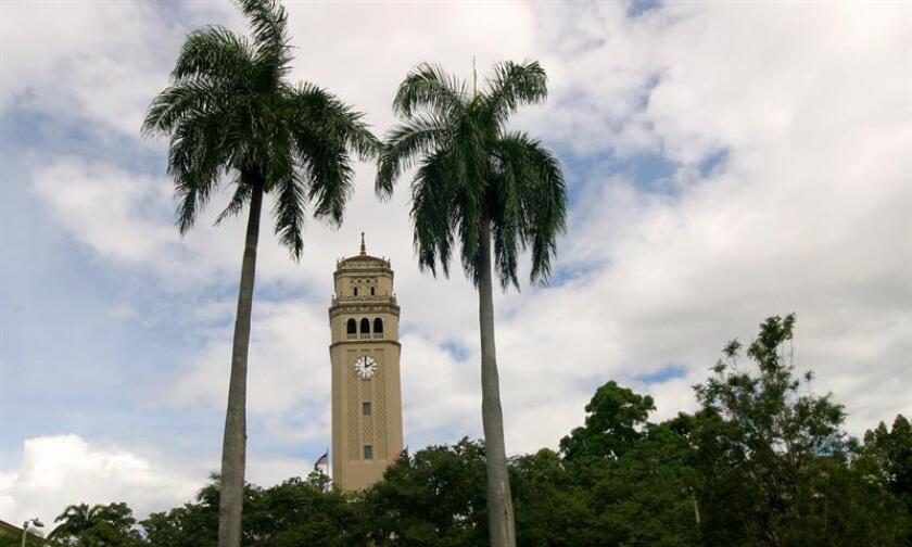 Vista de la torre de la Universidad de Puerto Rico en San Juan. EFE/Archivo