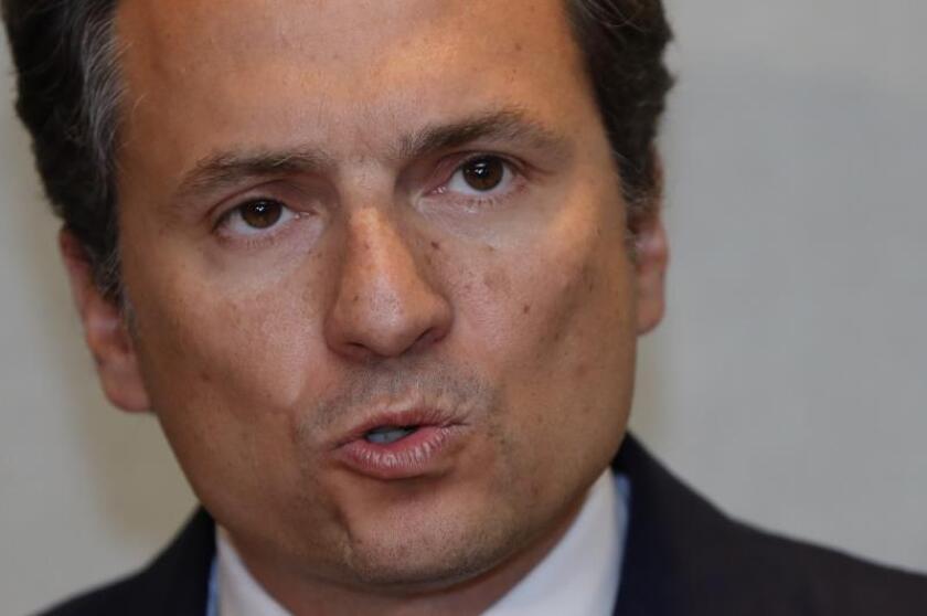 El exdirector de Petróleos Mexicanos (Pemex) Emilio Lozoya llega a una rueda de prensa en Ciudad de México (México). EFE/José Méndez/Archivo