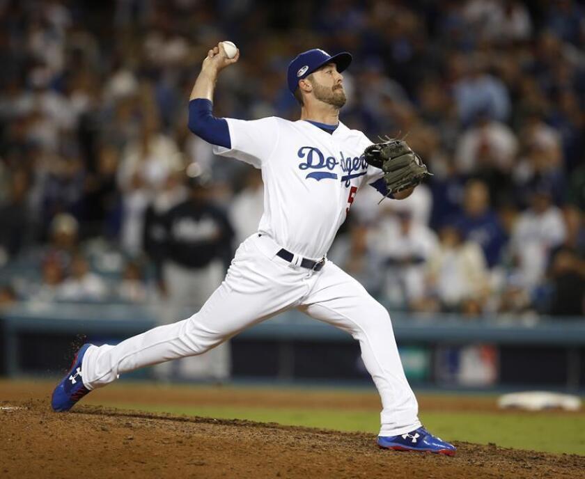 Dylan Floro de los Dodgers en acción hoy, jueves 4 de octubre de 2018, durante el juego de eliminatoria de la Liga Nacional de las Grandes Ligas, en el Dodgers Stadium, en Los Ángeles, California (EE.UU.). EFE