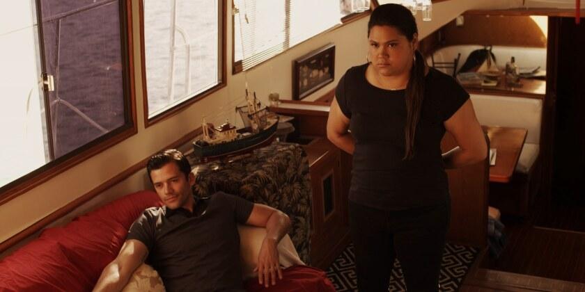 """Natasha Pérez (der.) al lado de Andrés Londono en una escena de """"Baja"""", que se estrena este fin de semana en varias salas locales."""