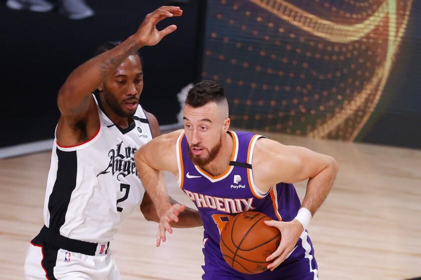 Phoenix Suns' Frank Kaminsky drives against Clippers' Kawhi Leonard on Tuesday in Lake Buena Vista, Fla.