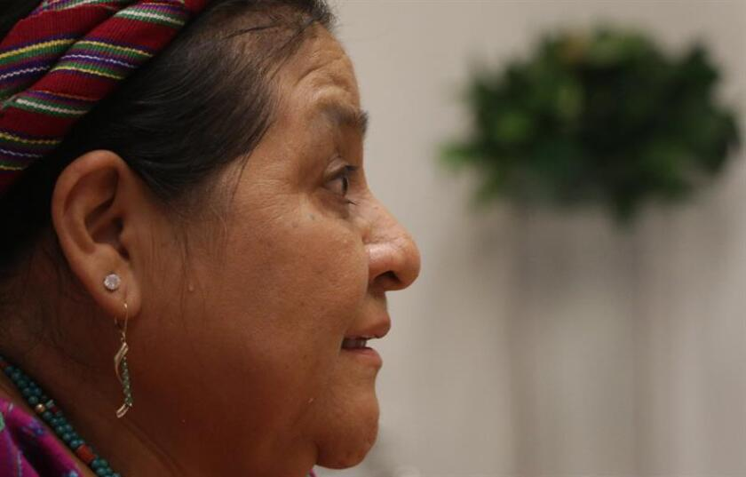 La nobel de paz Rigoberta Menchú habla en entrevista con Efe este sábado, durante la clausura del Women Economic Forum en Cartagena (Colombia). EFE/ Ricardo Maldonado Rozo