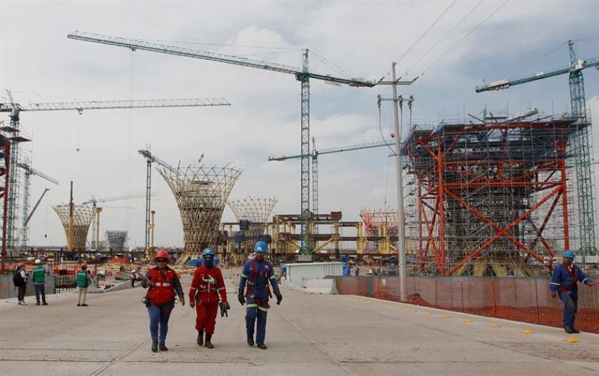 La cancelación del Aeropuerto de Texcoco y un menor crecimiento económico impactarán negativamente en el sector aeroportuario mexicano, alertó este lunes la agencia calificadora Moody's. EFE/Archivo