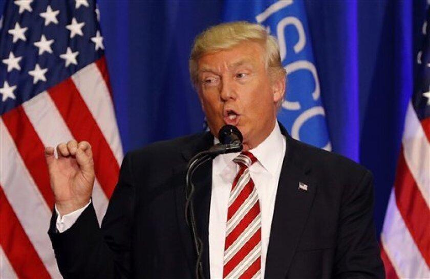 El candidato presidencial republicano Donald Trump habla en un acto de campaña en West Bend, Wisconsin, el 16 de agosto de 2016.