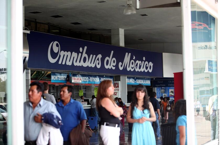 Los bloqueos carreteros por el aumento al precio de las gasolinas también afectaron las corridas de autobuses que salen de la Terminal Central del Norte, en la Ciudad de México, hacia distintas regiones del interior del país.