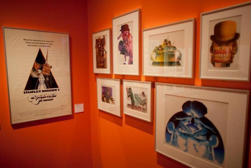 Más de 900 piezas relacionadas con el director de cine y guionista estadounidense Stanley Kubrick, entre ellas fotografías, proyecciones y vestuario, serán exhibidas a partir de mañana en la Cineteca Nacional de México. EFE/Archivo