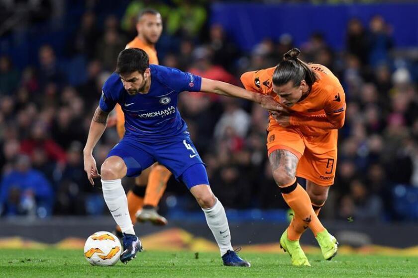 Cesc Fabregas (i), del Chelsea, durante un partido. EFE/Archivo