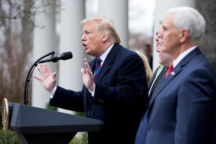 US President Donald J. Trump (L) holds a news conference beside US Vice President Mike Pence (R), House Republican leaders, and US Secretary of Homeland Security Kirstjen Nielsen, in the Rose Garden of the White House in Washington, DC, USA, 04 January 2019. EFE/EPA