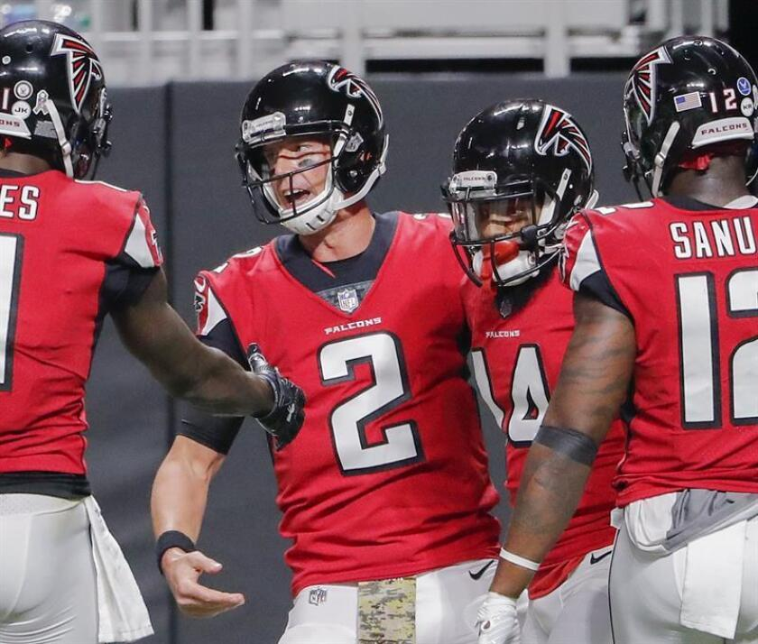 Atlanta Falcons wide receiver Justin Hardy (R) celebrates with Atlanta Falcons quarterback Matt Ryan (L) after Hardy scored a touchdown pass against the Dallas Cowboys during the second half of the NFL American football game between the Dallas Cowboys and the Atlanta Falcons at Mercedes-Benz Stadium in Atlanta, Georgia, USA, 12 November 2017. EFE