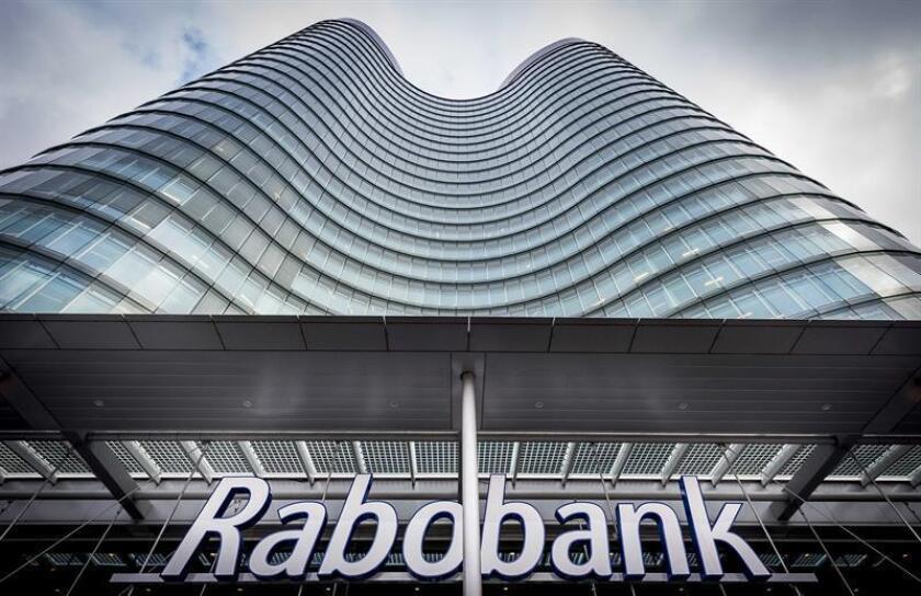 La filial estadounidense del banco holandés Rabobank pagará una multa de 368,7 millones de dólares tras declararse culpable de obstruir a los reguladores en un caso de lavado de activos del narcotráfico mexicano. EFE/EPA/Archivo