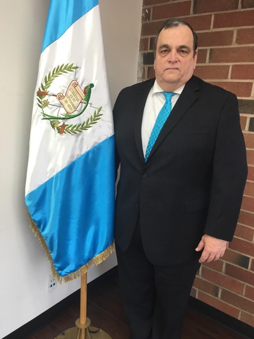 José Barillas, cónsul general de Guatemala en Los Ángeles, tiene 20 años en el servicio exterior.