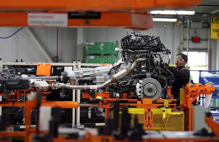 Detalle del proceso de ensamblaje del Jeep Grand Cherokee en la planta Jefferson Norte de Chrysler en Detroit, Michigan (EEUU). EFE/Archivo