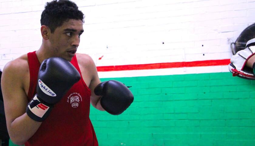 Raúl Curiel, boxeador mexicano.