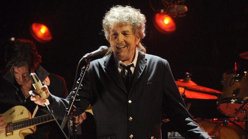 """Bob Dylan anuncia """"Fallen Angels"""", nueva producción que se dará a conocer en mayo"""