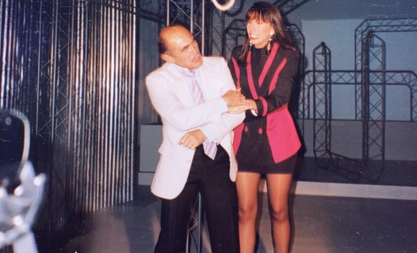 Héctor Suárez junto a la actriz Amaranta Ruiz.