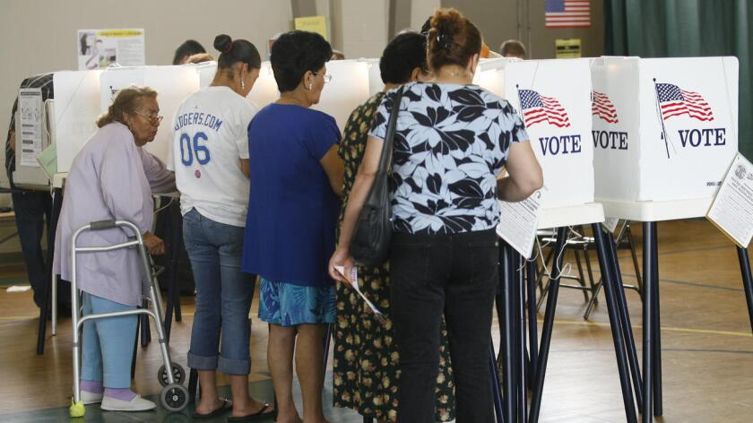 """Votantes independientes, conocidos en California como """"no party preference"""" (o 'sin predilección por ningún partido') pudieron votar en la primaria demócrata entre Hillary Clinton y el senador de Vermont Bernie Sanders. Pero muchos de ellos no pudieron hacerlo en la primaria republicana."""