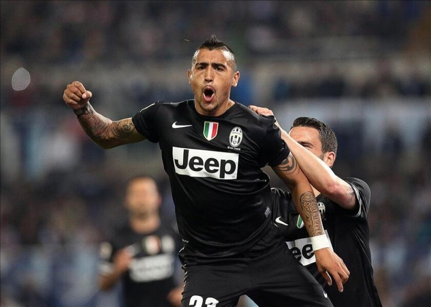 El volante chileno del Juventus, Arturo Vidal, celebra después de anotar un gol. EFE/Archivo